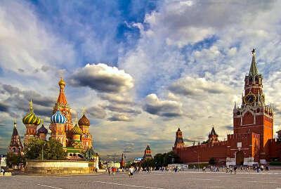 Познакомиться с достопримечательностями Москвы.