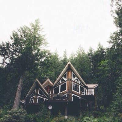 На месяц в деревянный домик в лесных горах.