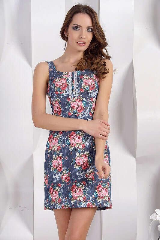 Синее летнее платье с розочками