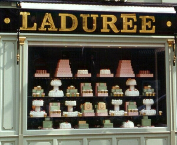 Побывать в Laduree и попробовать там макарунс :)