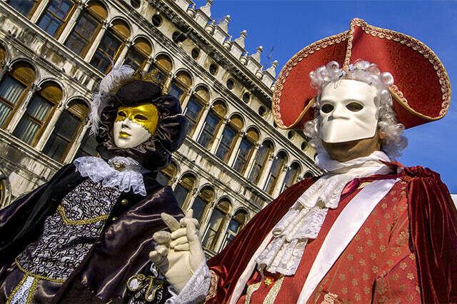 Посетить Венецианский карнавал
