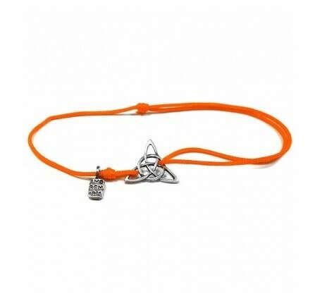 Браслет Трикветра на оранжевой нити