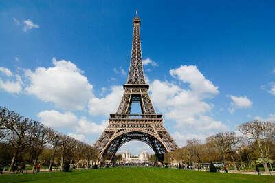 Поцелуй под Эйфелевой башней