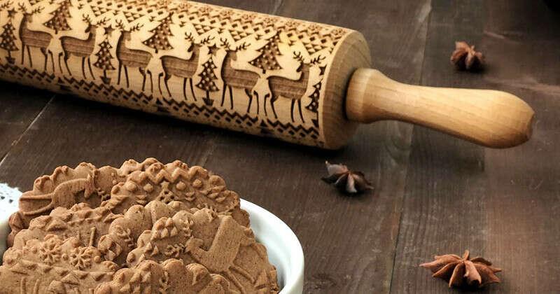 """Скалка с узором """"Новогодний орнамент с оленями"""" – купить в интернет-магазине на Ярмарке Мастеров с доставкой"""