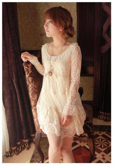 Белое кружевное платье в стиле бохо