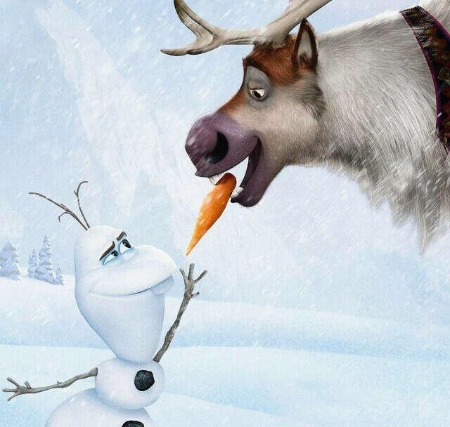 Слепить снеговика с морковкой