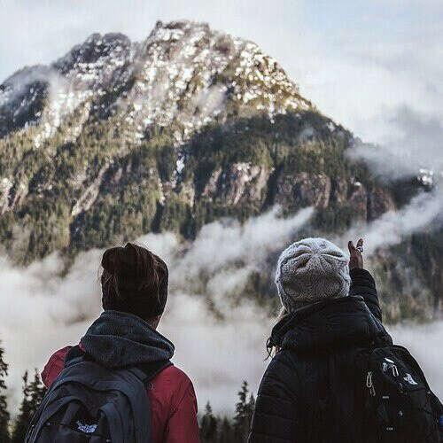 Отправиться в поход в горы