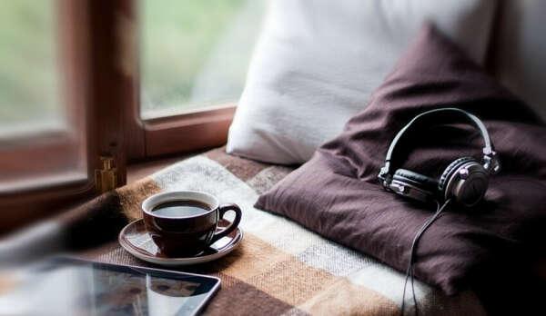 Умственной расслабление, созерцание сериала, употребление горячего шоколада.