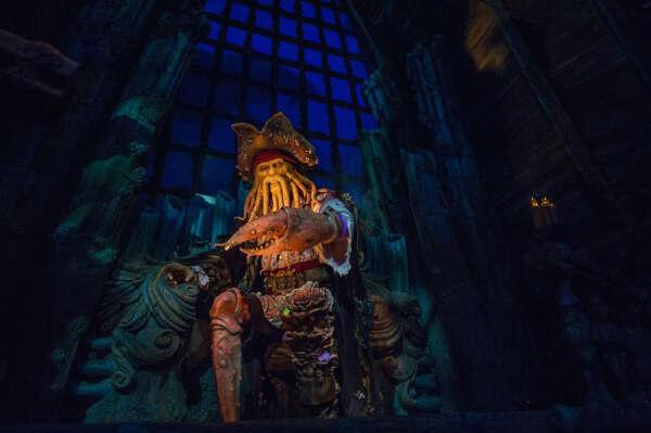 Аттракцион шанхайского Диснейленда Pirates of the Caribbean: Battle for the Sunken Treasure