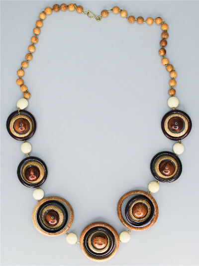 Деревянное ожерелье Рошен, Веллери
