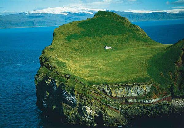Дом вдалеке от всех
