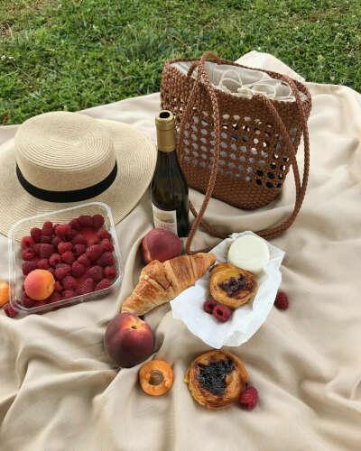 Пикник с круассанами