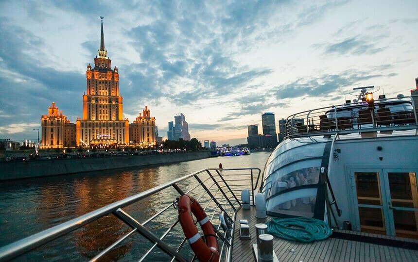 Теплоход по Москве-реке