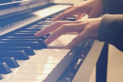 Хочу научиться играть на пианино.