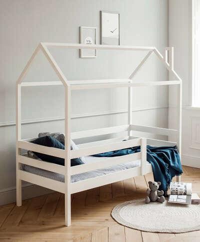 Кровать домиком дочке