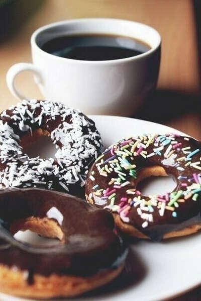 Каждое утро кушать пончики с кофе;)