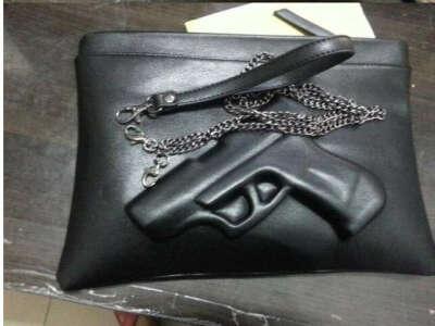 Клатч с пистолетом