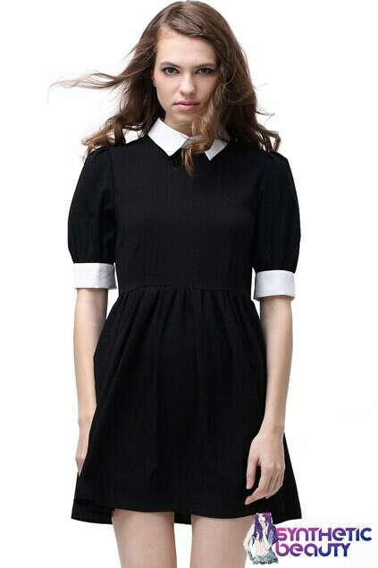 Платье с белым воротничком и манжетами