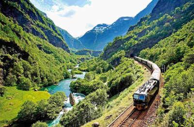 Съездить куда-нибудь на поезде
