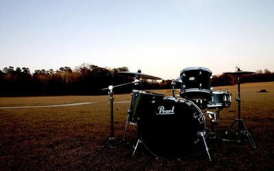 Поиграть на барабанах