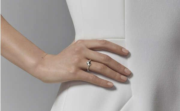 https://www.tiffany.ru/jewelry/rings/tiffany-hardwear-ball-ring-GRP09246/