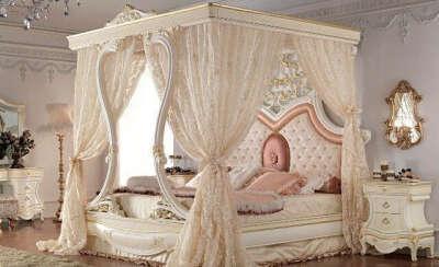 Поспать на кровати под балдахином