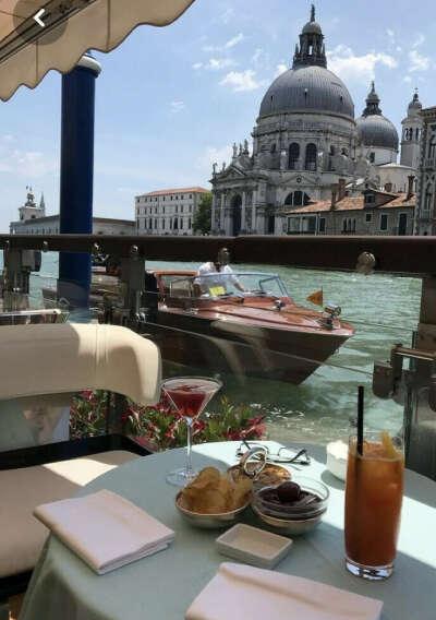 Позавтракать в Венеции и покататься на гандоле