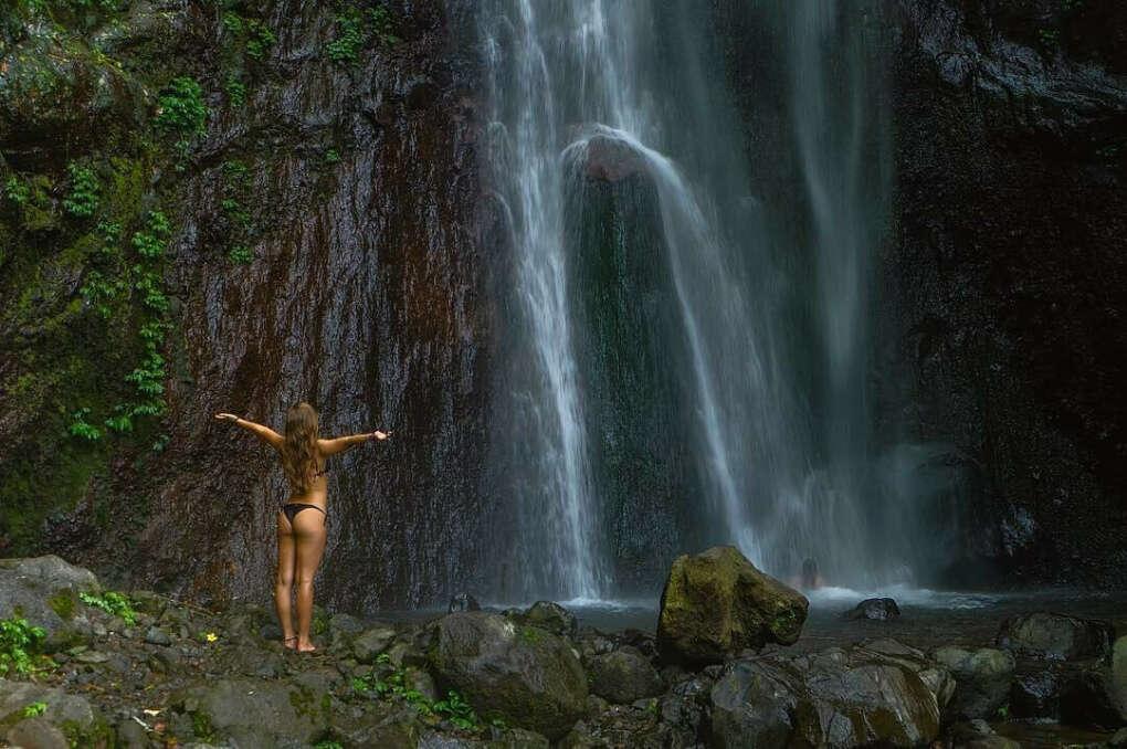Искупаться в водопаде