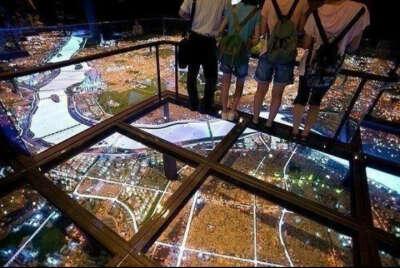 постоять на 103 этаже прозрачного балкона небоскреба Sears Tower
