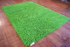 мягкий зеленый ковер