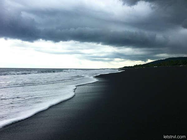 Побывать на чёрном пляже