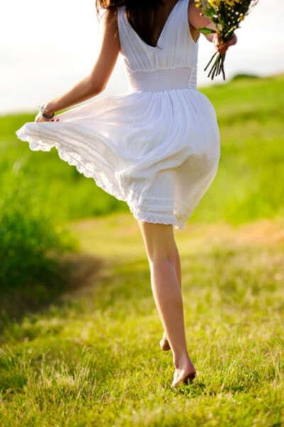 Гулять босиком по траве