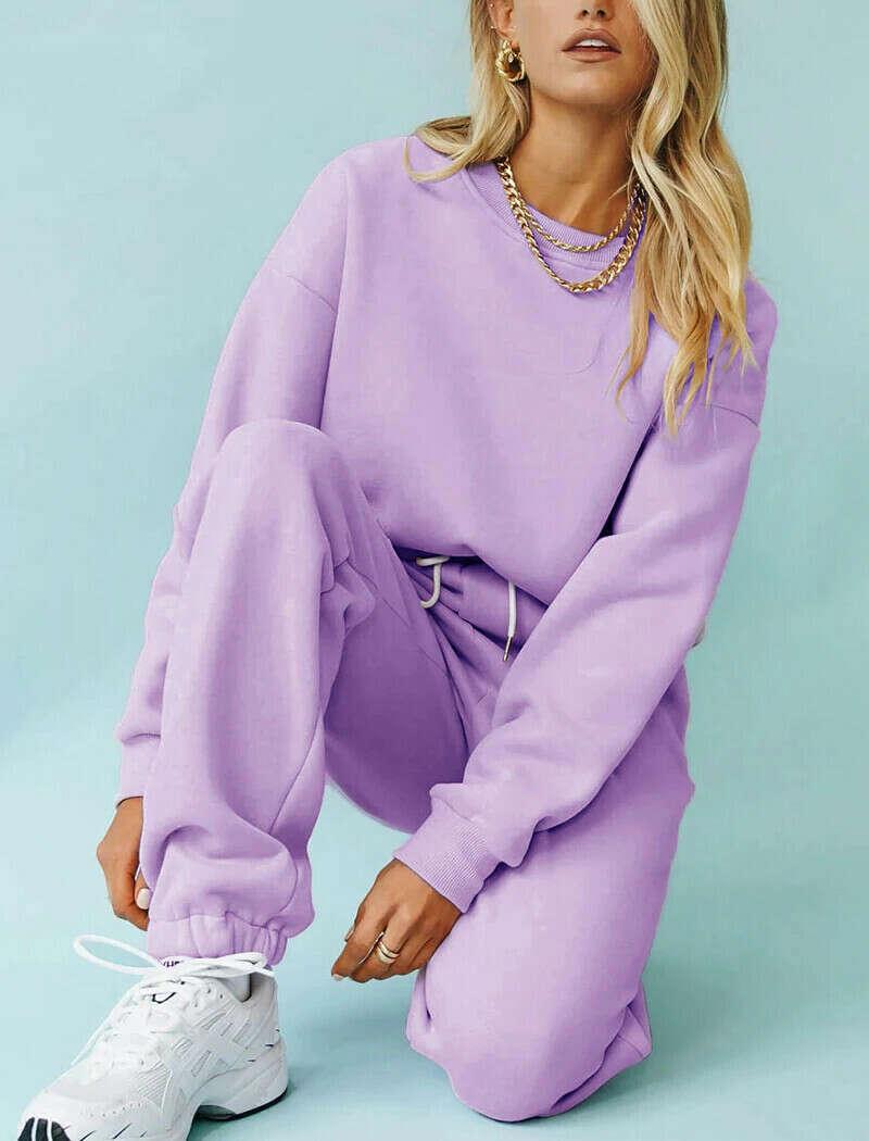 Теплый лиловый спортивный костюм