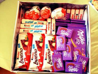 Большую коробку с конфетами