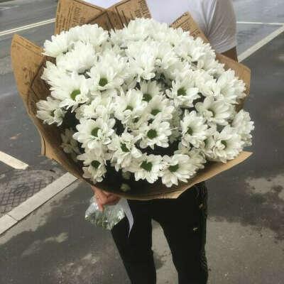 букетик из белой кустовой хризантемы