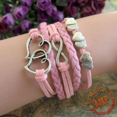 Розовый браслет Love