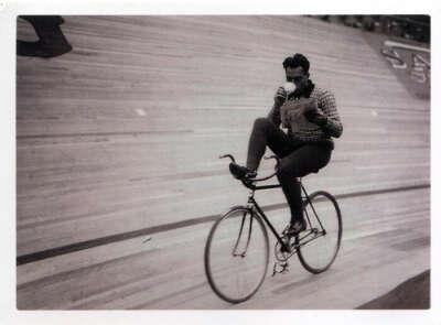 Научиться ездить на велосипеде без рук.