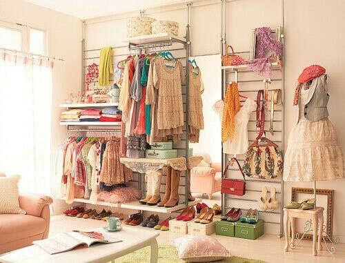 Много красивой одежды