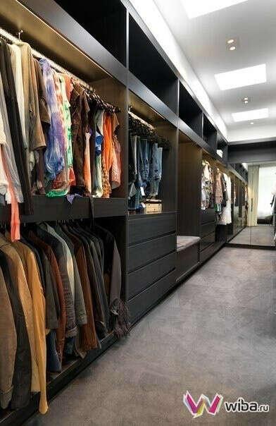 Желаю иметь в своем доме/своей квартире просторную гардеробную, полную одежды и обуви