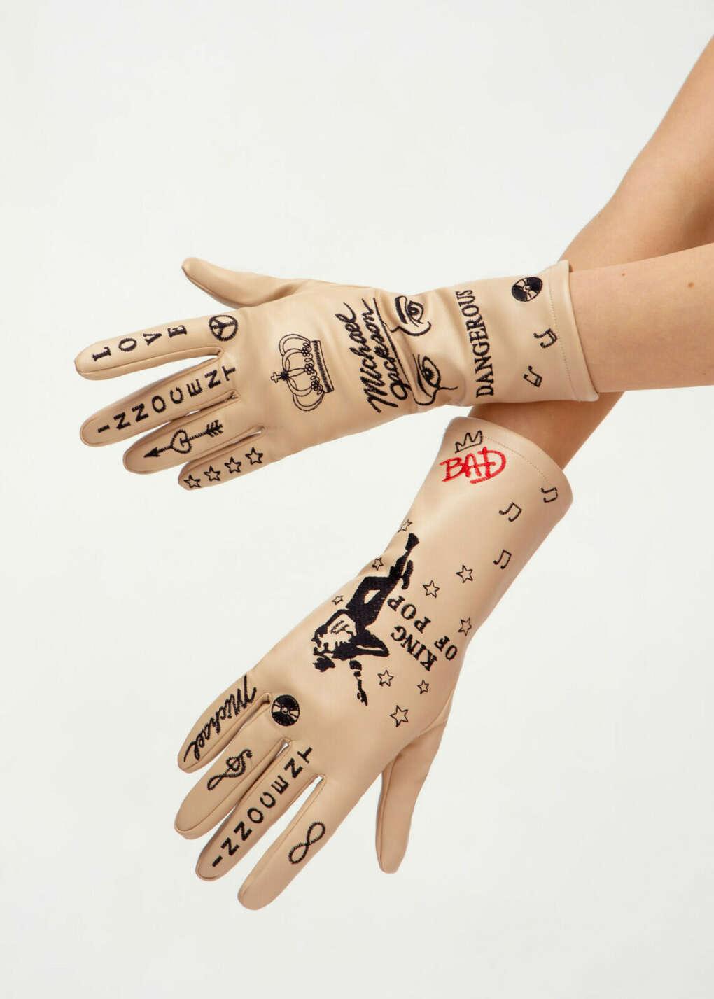 Зимние кожаные перчатки с татуировками