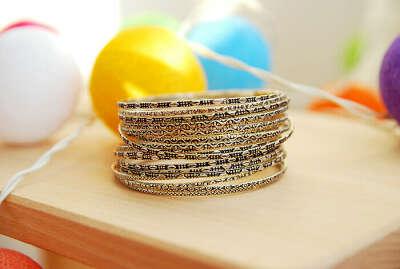 Набор тонких браслетов