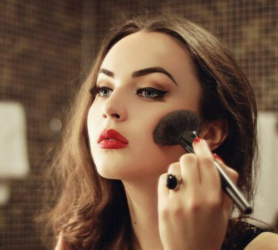 Пройти курсы макияжа для себя