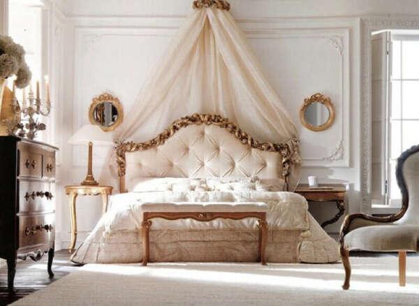 Кровать с мягкой спинкой и баллахинами