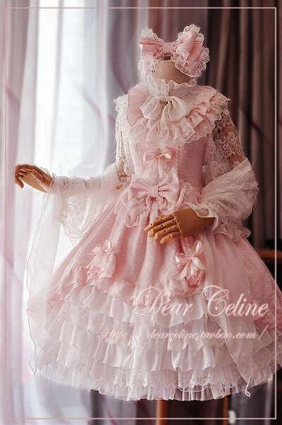 платье с кучей кружев в стиле лолита