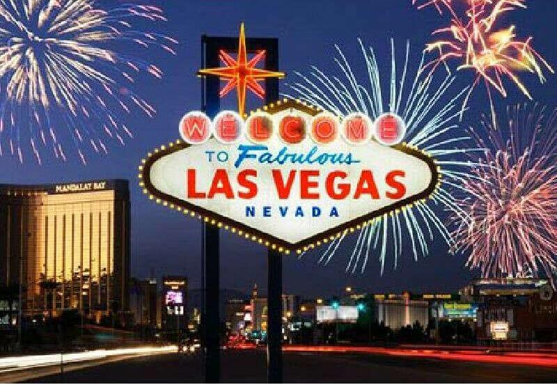 Сыграть в каждом казино Лас-Вегаса!))