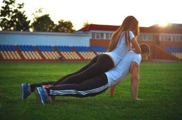 Заниматься спортом вместе с любимым человеком