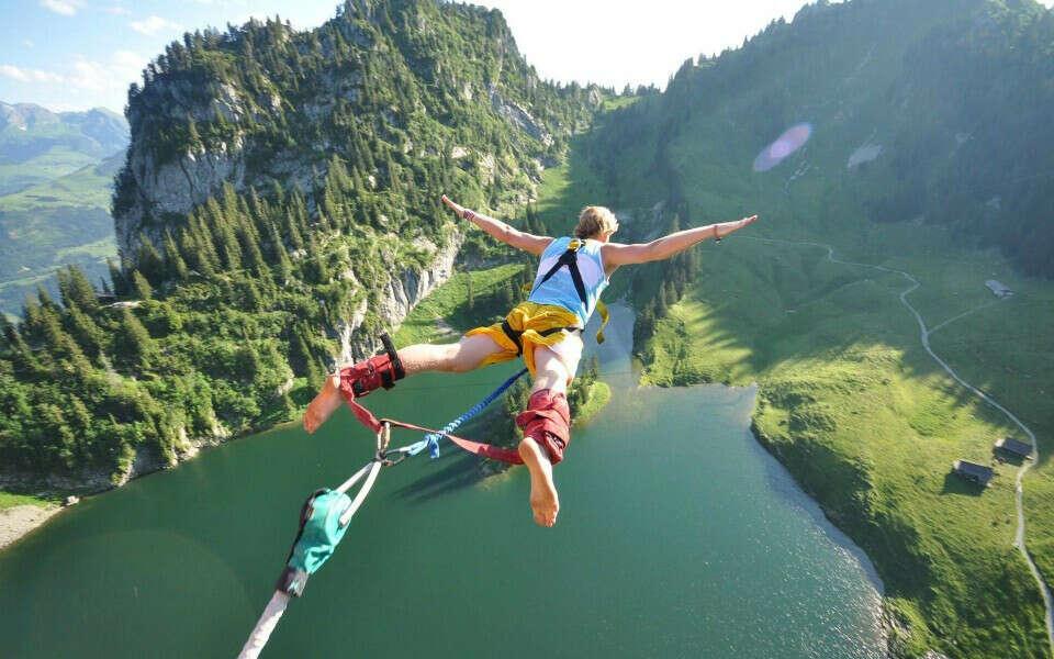 Прыгнуть с моста с ризинкой