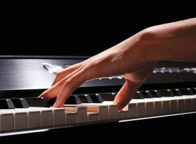 Научиться играть на пианино