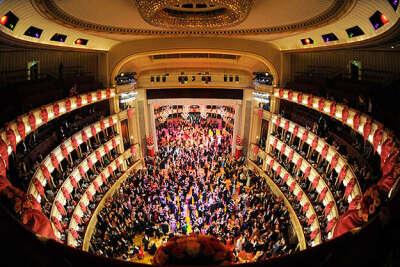 Пойти в оперу