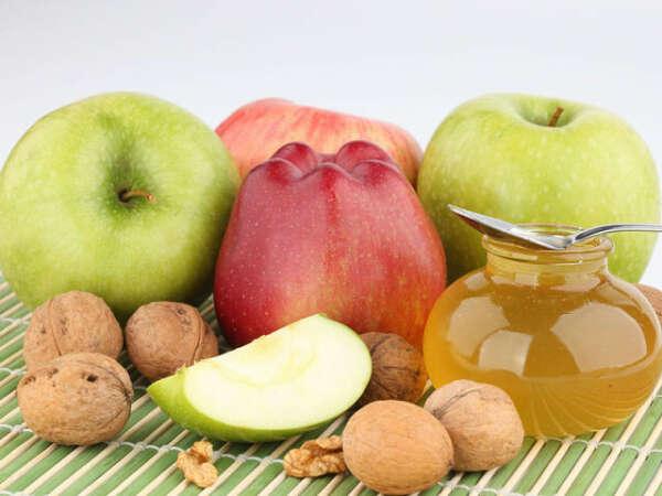 Заменить сладости и сахар на фрукты и мед